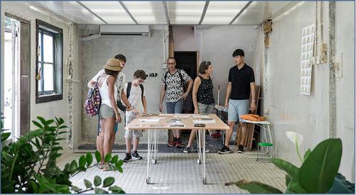 明亮的活動室在坪洲老街非常顯眼,居民好奇地走進來,為這靜默已久的小島帶來了一絲變化。