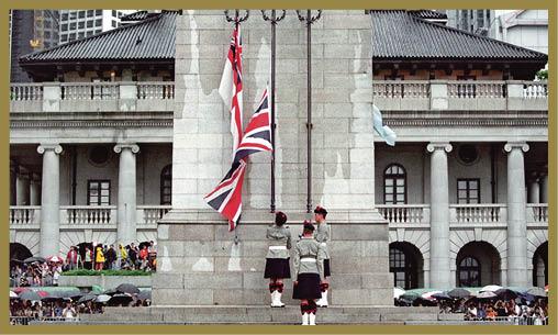 1997年,香港回歸中國,結束殖民歲月。