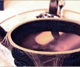 被視為最高級的consommé:水魚清湯。圖為香港Amigo餐廳十年前的出品。