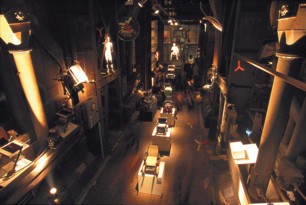 位於德國Essen的首個紅點設計博物館在1997年開幕,其前身為關稅同盟煤礦工業區的鍋爐室,Peter邀來著名建築師Norman Foster操刀改建工程。