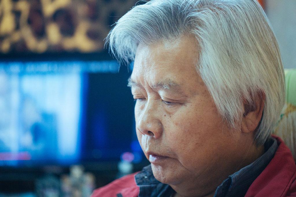 自從女兒李菁自殺離去後,李光興患上了抑鬱症。