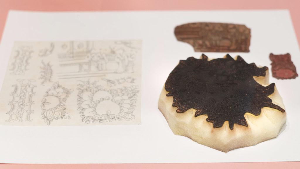 為令生產過程更順暢,粵東改用印章把構圖複製到瓷器上。