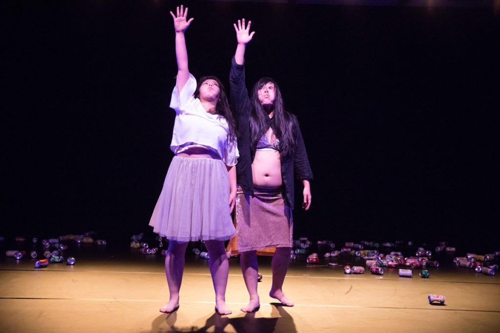 日本現代舞團《肥多美演出》的成員:鉄田 えみ (左)、乗松 薫(右)(相片由《香港比舞》提供)