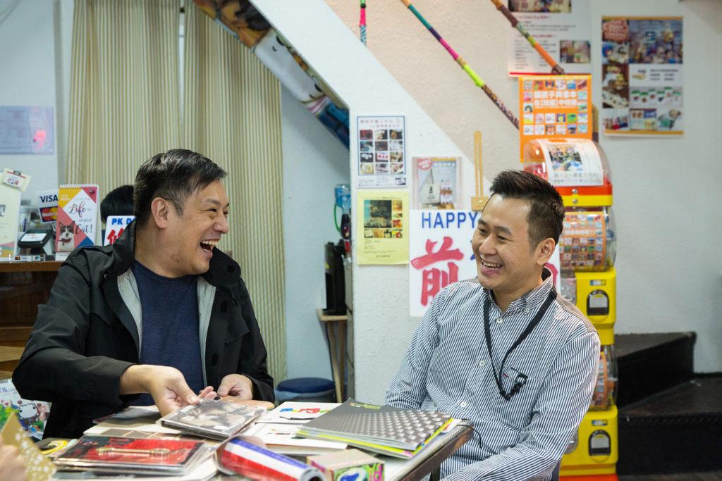鍾承志(左)與許志威(右)是「廣東歌Fans應援事件」的版主,由八十年代開始緊貼本地樂壇,收藏超過三千張唱片。