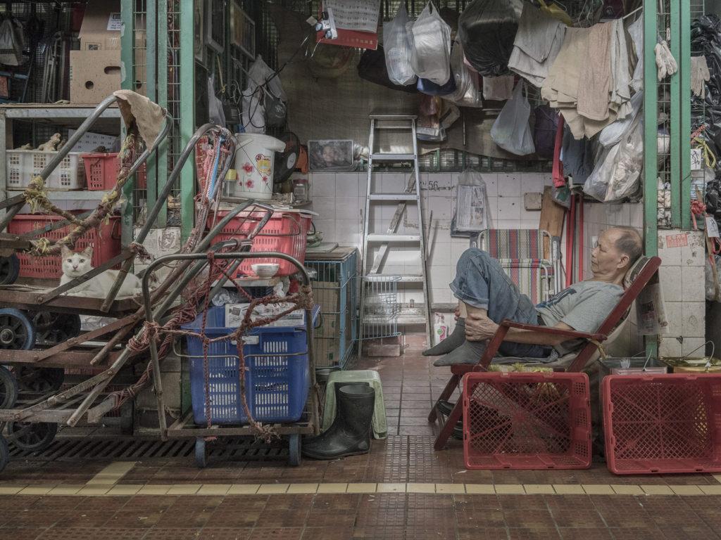 貓只是作品的其中一部分,而不是主體,最重要的依然是記錄街市的日常。(Marcel Heijnen作品,Instagram: @chinesewhiskers)