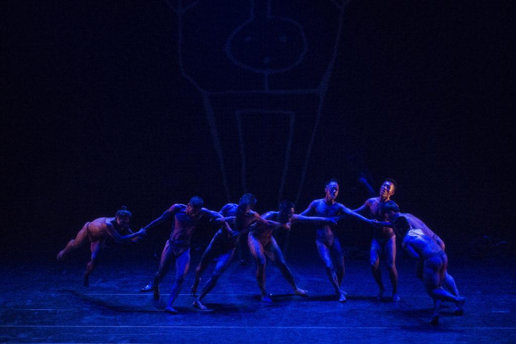 《阿棲睞》由排灣族傳統舞步「牽手」出發。(相片由受訪者提供)