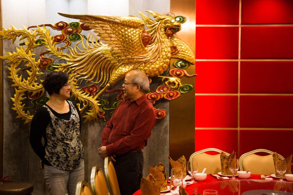 蕭炳強與太太1984年結婚,由於當年為甲子好年,有龍鳯大禮堂的酒席一年前已爆滿,他們趕不及預訂。三十多年後終有機會在龍鳯禮堂前拍照留念。