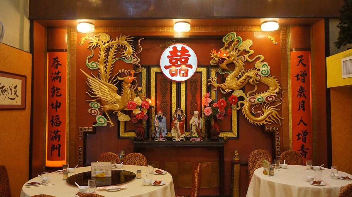 龍鳳禮堂與福祿壽像成為了樂口福的標誌。