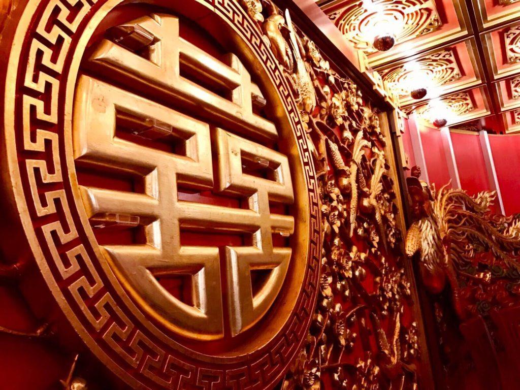 鑽石酒家結業後,龍鳳大禮堂便收藏在倉庫內整整十年。(圖片由鑽石酒家提供)