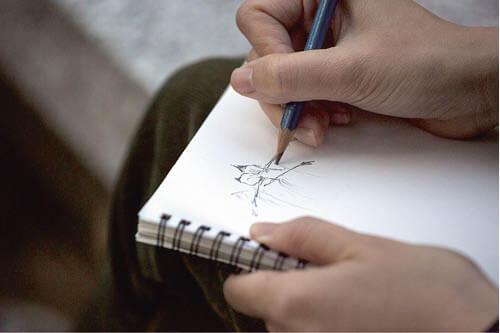 透過畫筆,柯嘉敏更能觀察雀鳥的細節,甚至表情和神態。