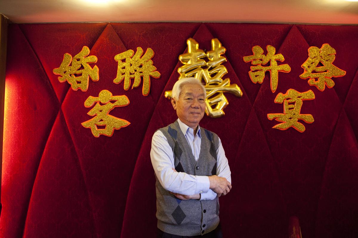 鳳城酒家總廚兼老闆譚國景說起段段龍鳳禮堂的往事,一臉自豪。