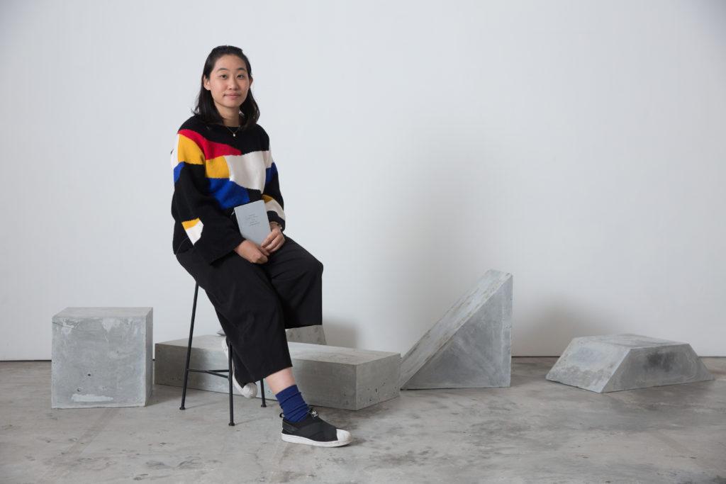 藝術家何倩彤讀書的量多,而且深入,能讓文學轉化為藝術創作的養分。