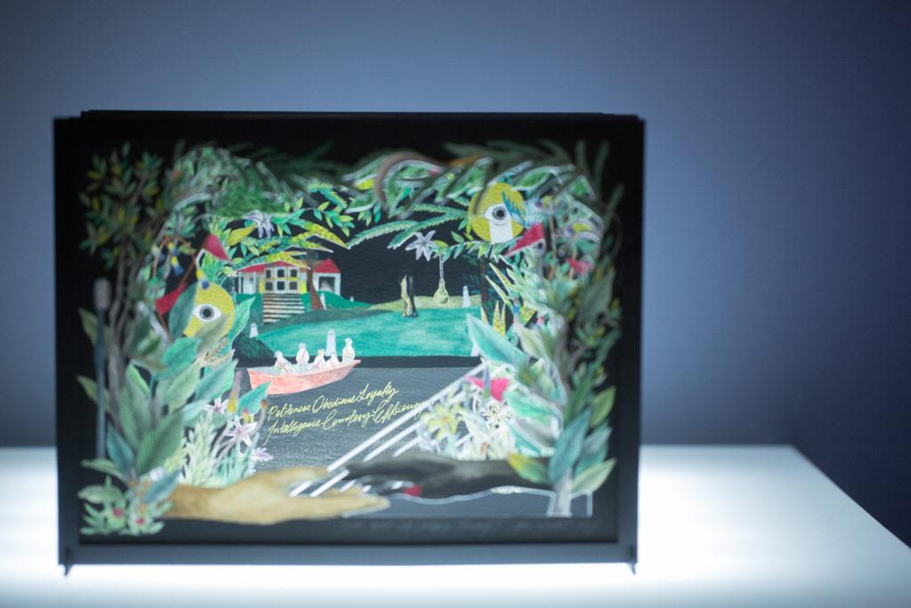 藝術家何倩彤於展覽《也許明天他們會為我們死》中,以阿蘭達蒂・洛伊的《微物之神》作啟發,創作了隧道書,是視覺藝術與文學的跨界體現。