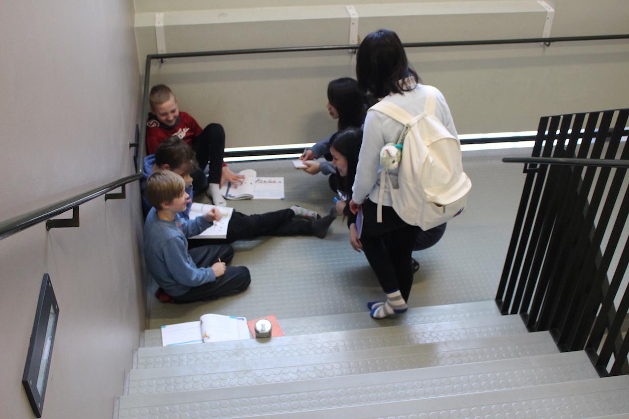 上課時間,學生可選擇在學校範圍內任何地方工作。
