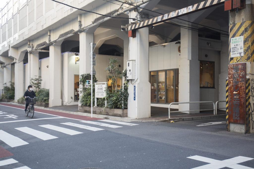 高架橋下的閒置空間,改成職人一條街後,吸引不少人慕名而來。