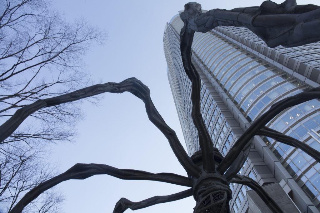 """巨型蜘蛛""""Maman""""是六本木地標,亦是六本木眾多公共藝裝置之一。"""