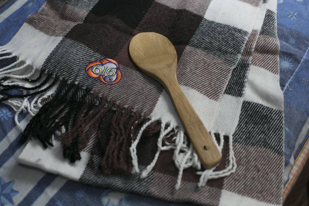 去年,兩人獲贊助參與救世軍的「夢飛行」活動,人生首次旅行及互贈禮物,雪英送丈夫一條頸巾,廣和則送上一個木飯勺,浪漫中帶點實際。