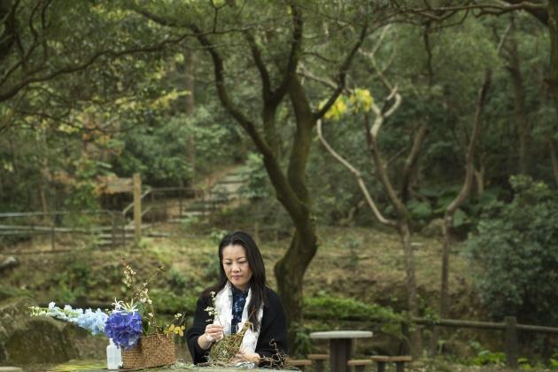 「文殊花度」博客主人莊麗青(Emily Chong)希望尋索中國插花的美和內涵,以古為尚,以雍容為度。