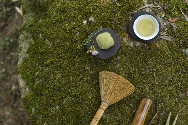 以花伴茶食,食物亦多了一份詩意。