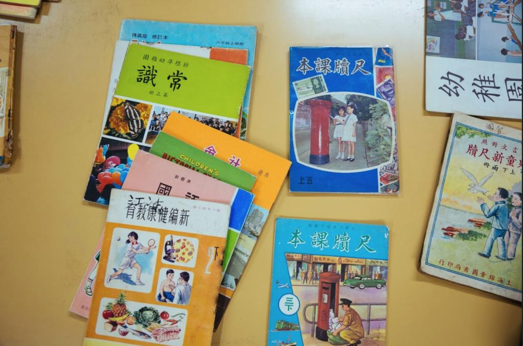 劉智聰主力收藏幼稚園及小學教科書,認為中學課本因為面向考試制度,內容以文字為主,比較沉悶。