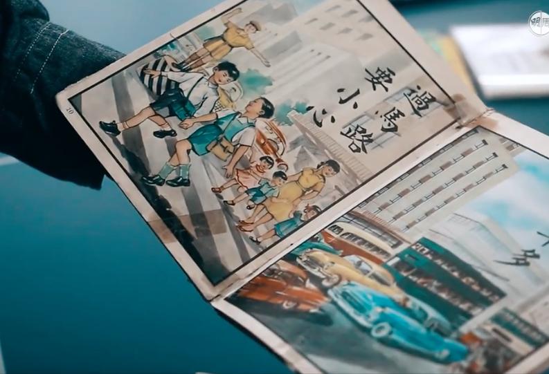 亦有不少插畫直接描繪昔日的生活狀態。從這幅可以看出當年交通警還需站在指揮崗臺上指揮交通,也能一覽老電車和汽車款式的模樣。