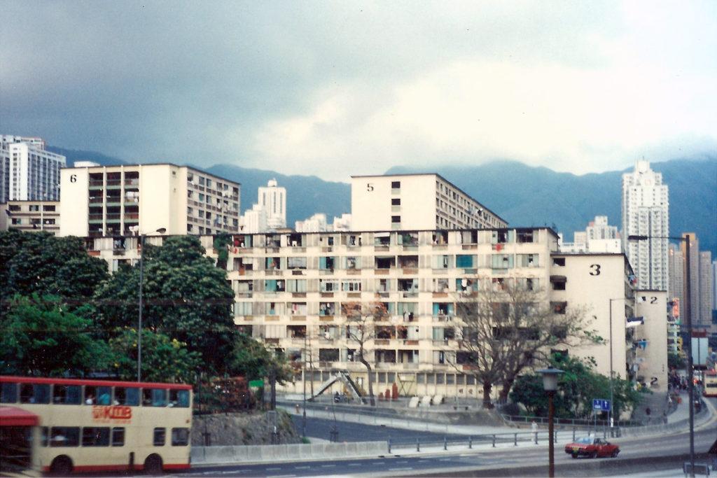 中二時,他拿着爸爸的「儍瓜機」走到快將清拆的黃大仙上邨拍了這張純記錄,沒甚麼構圖的照片。