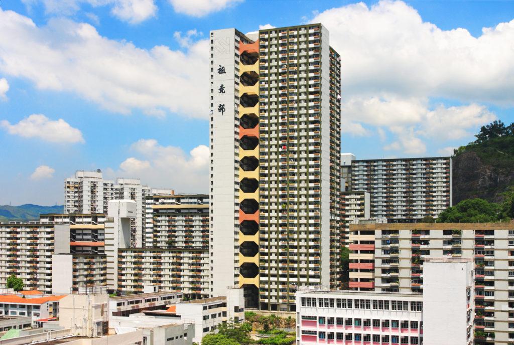 房協有「房屋實驗室」之美名,興建之「非標準設計」屋邨包括葵涌祖堯邨,是全港首個設有泳池的公屋,名字取自房協創會委員關祖堯爵士。