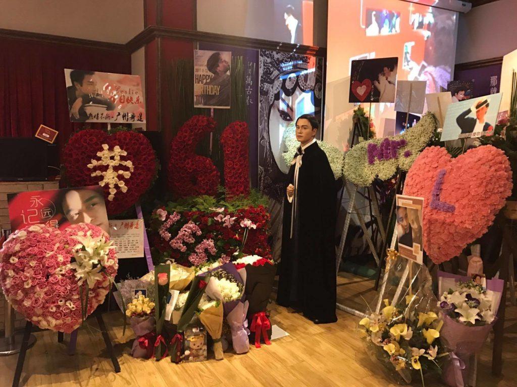 蠟像館的獻花紀念活動今年即日至4月8日舉行。每年世界各地的哥迷都會到場送上心意。