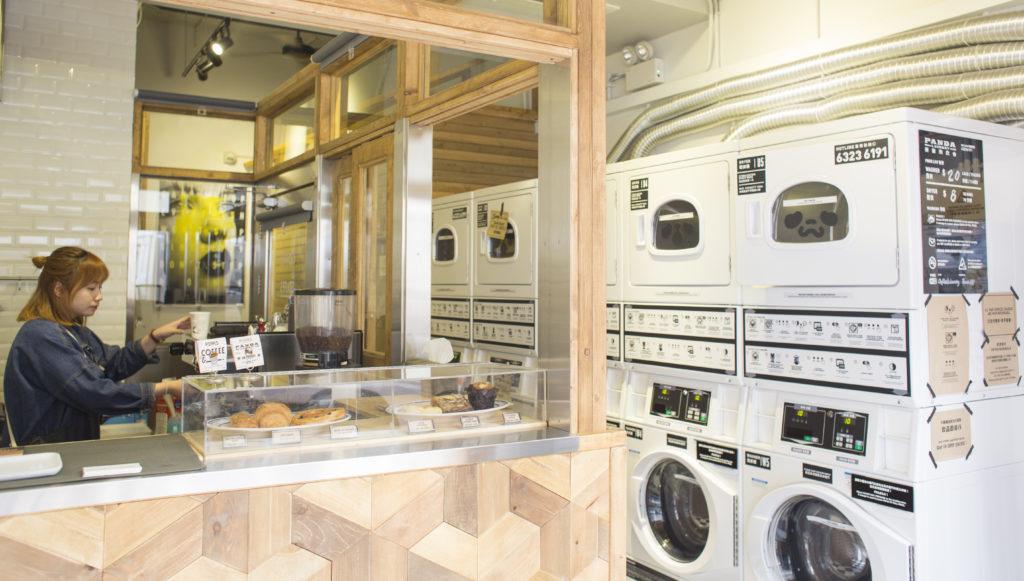 咖啡複合空間呈現出來的多樣性,體現出香港人的靈活變通。咖啡店加洗衣店這個組合在香港算是史無前例,咖啡師還要解釋自助洗衣用法呢。