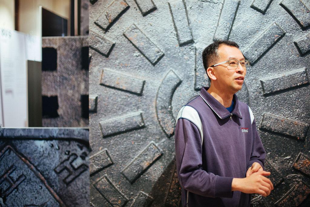 長春社文化古蹟資源中心執行總監劉國偉熱愛拍攝本地井蓋。