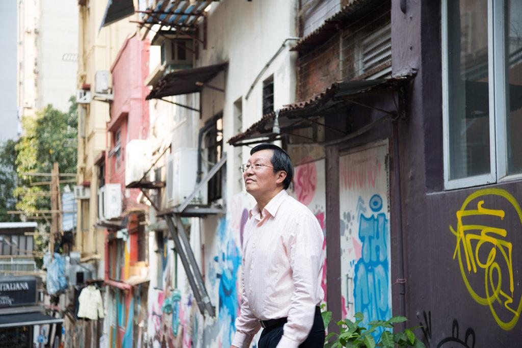 退休工程師馬冠堯猶如偵探,擅長尋找街道與前人的故事,經常在香港大學中國歷史研究文學碩士課程同學會的《根本月報》,撰寫有趣的歷史文章。