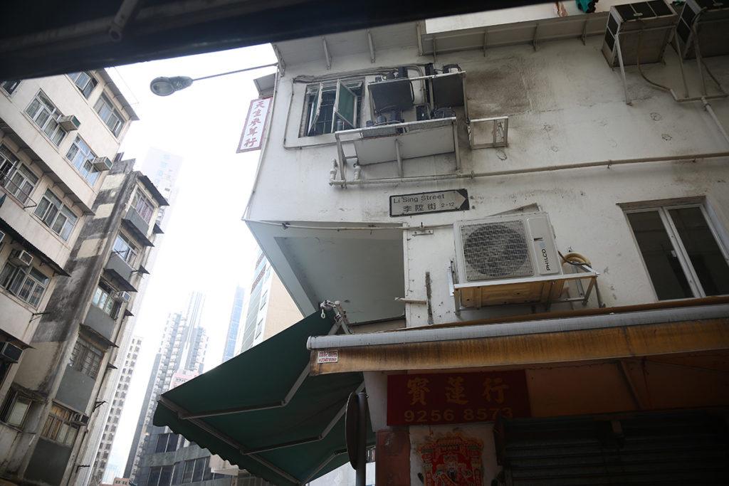 與郭松屬同年代的華人富商李陞,其地產事業沒被1882年的樓市大跌影響,至他去世時仍擁有幾百萬遺產,相當於當時庫房一年的開支。