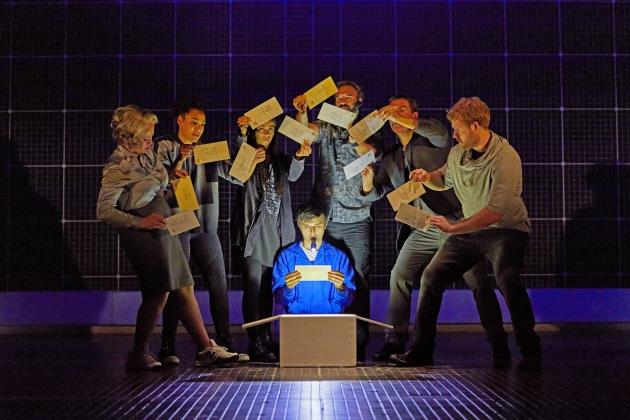不同角色進出舞台,很多都是主角基斯杜化的幻想。