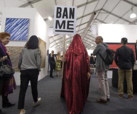 去年Art Central時進行的行為藝術《The Red Chador: Ban Me!》