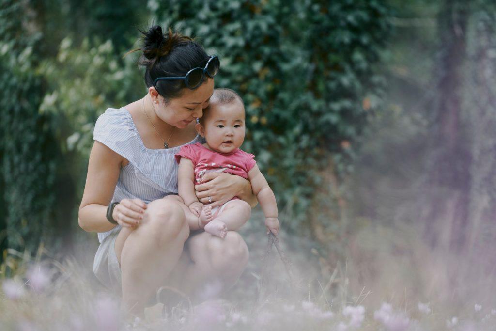 嬰兒自出生後,腦部正在不停發展及學習,家長宜平日多關心各觀察孩子的行為及情緒改變。