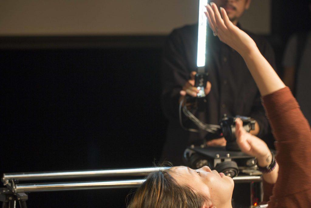 有觀眾玩得興起,林欣傑索性手執掃瞄棒,像《星球大戰》中的黑武士揮劍。