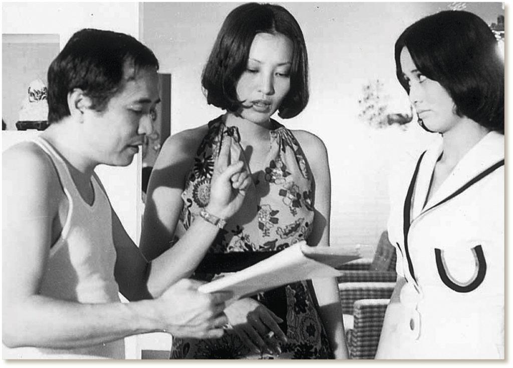 井莉是楚原御用演員,當年與何守信、沈殿霞、歐陽莎菲、葉靈芝拍《七十二家房客》時在片廠留影。