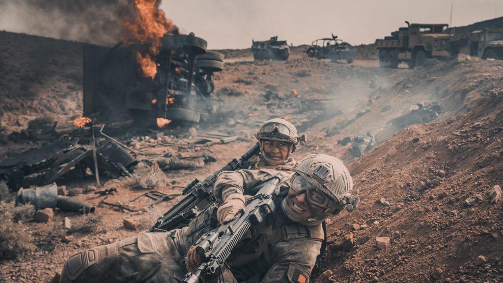 《紅海行動》根據2015年也門撤僑行動改編,由香港導演林超賢執導。內地票房逾33億,成為中國電影史上票房亞軍,僅次於狂收近57億的《戰狼II》。