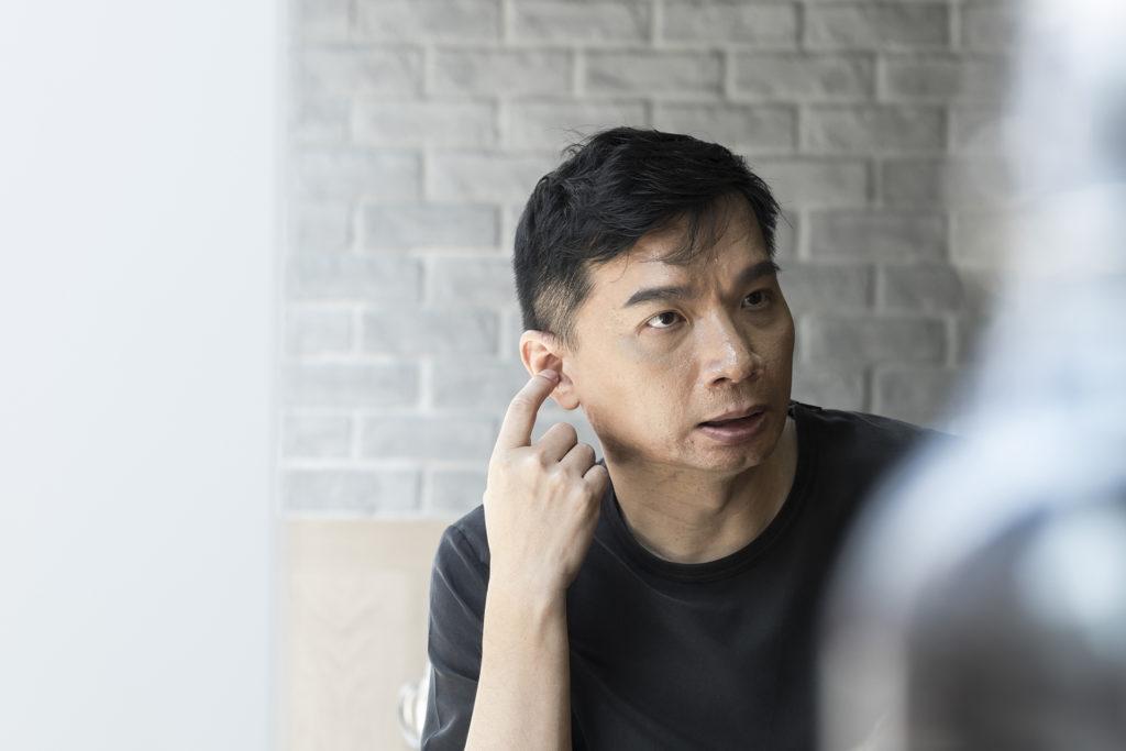 陳輝陽是本地著名作曲人,寫過多首經典流行K歌,如《暗湧》、《少女的祈禱》、《K歌之王》、《垃圾》等等。
