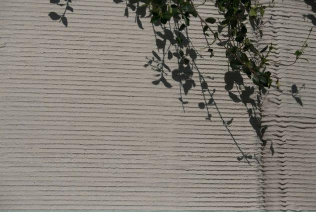 一層又一層打印出來的外牆,痕跡還清晰可見。