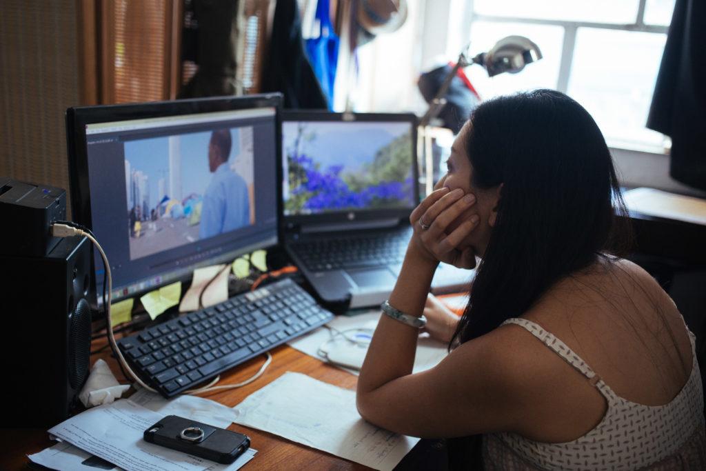 她正努力篩選合適的影片,把三年來所拍的濃縮為90分鐘的紀錄片。