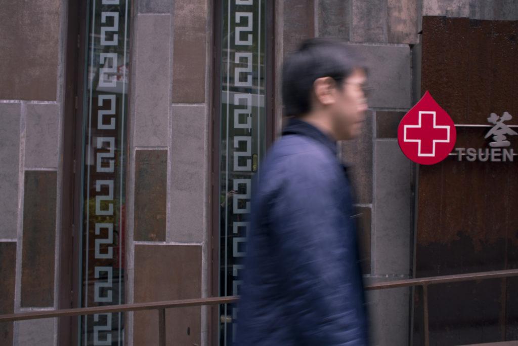 阿謙堅持定期捐血,同時鼓勵身邊人同行,因為朋友大多不願獨自前往,怕「戇居居地等」,會很悶。