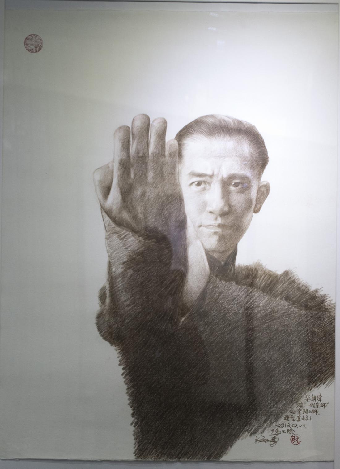 畫廊展出都是他這數年來的新作,梁朝偉飾演的葉問,阮大勇畫出一代武者的神采。