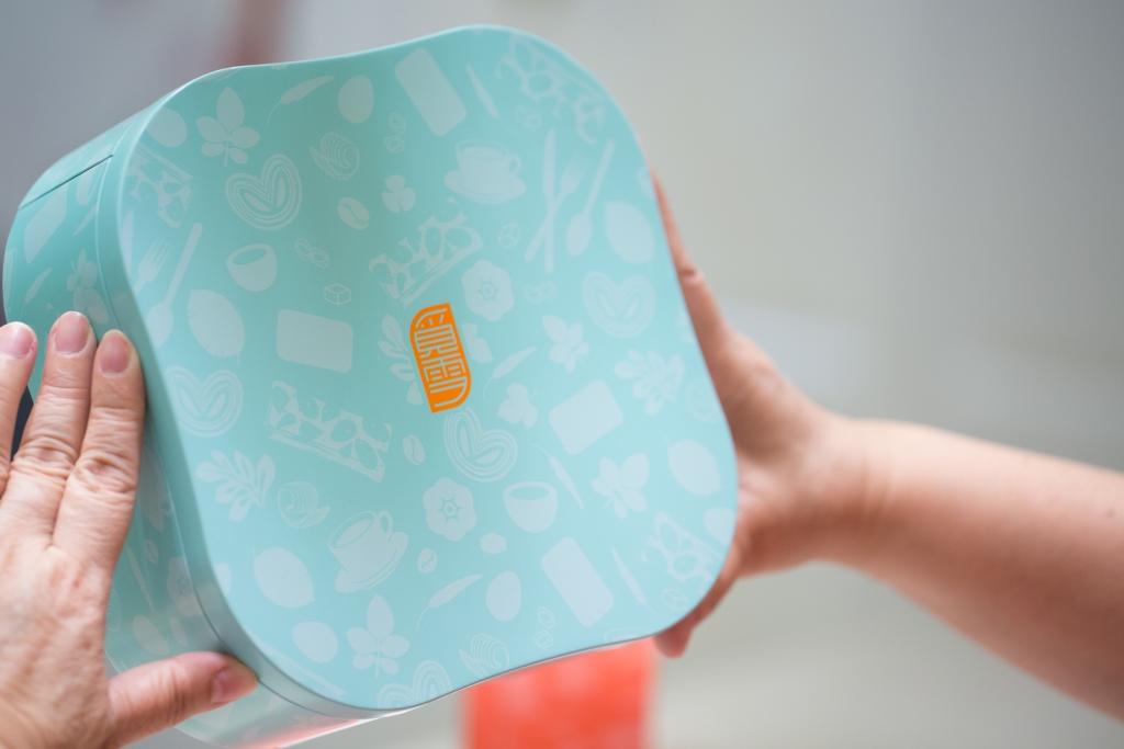 盒身流線的設計,原來是設計師依據Michelle的身形體態而製模,見微知著。