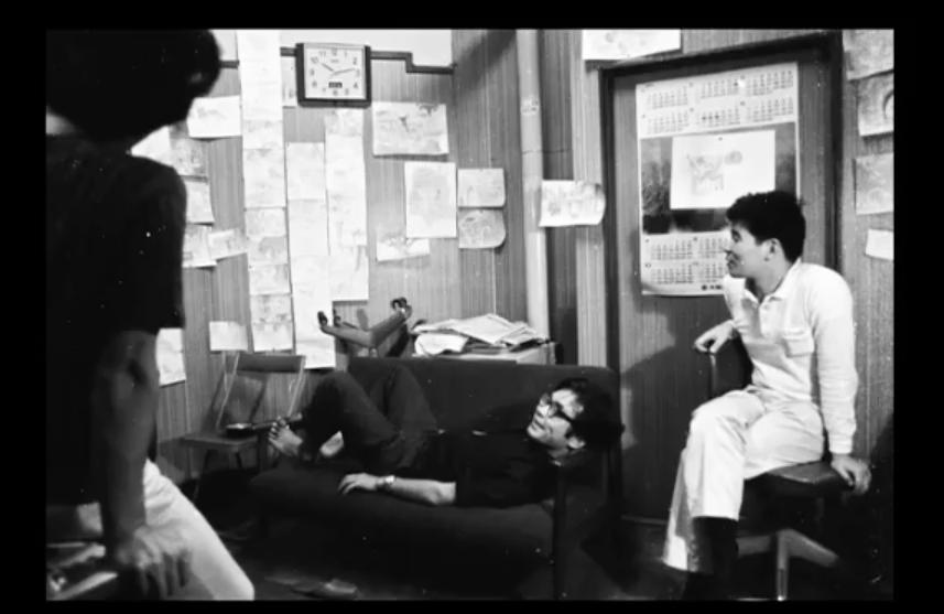 《輝耀姬物語》製作特輯收錄了高畑勲的舊照,(中)宮崎駿與(右)高畑勲相識於微時。