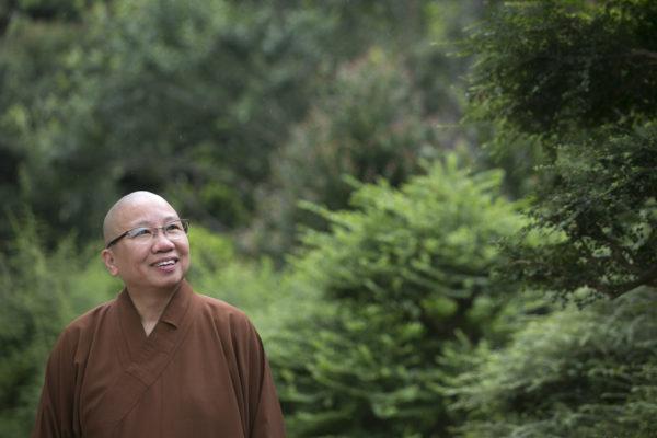 聖一法師一句「佛陀是大醫王」,令曾掙扎應否放棄醫院工作的衍傑法師決心出家。