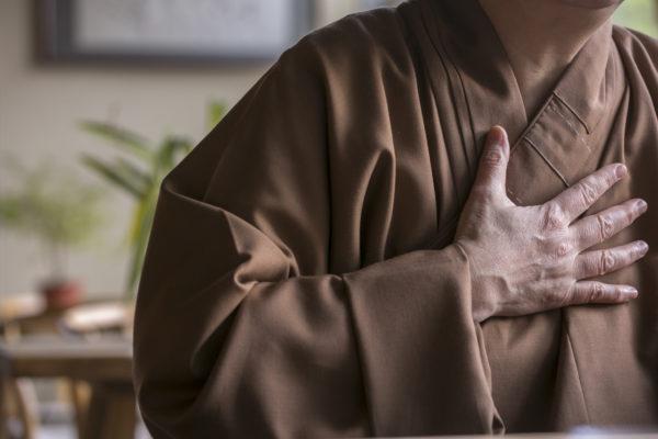 她說,僧服是對出家的一個承諾。