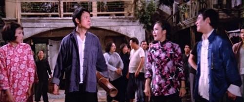 粵語片《七十二家房客》有逼良為娼﹙導遊女﹚情節。