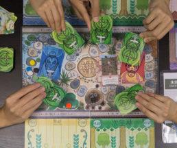 香港戶外生態教育協會見本地一直缺乏以保護生態為主題的桌遊,於是設計出這副《森林的法則》。