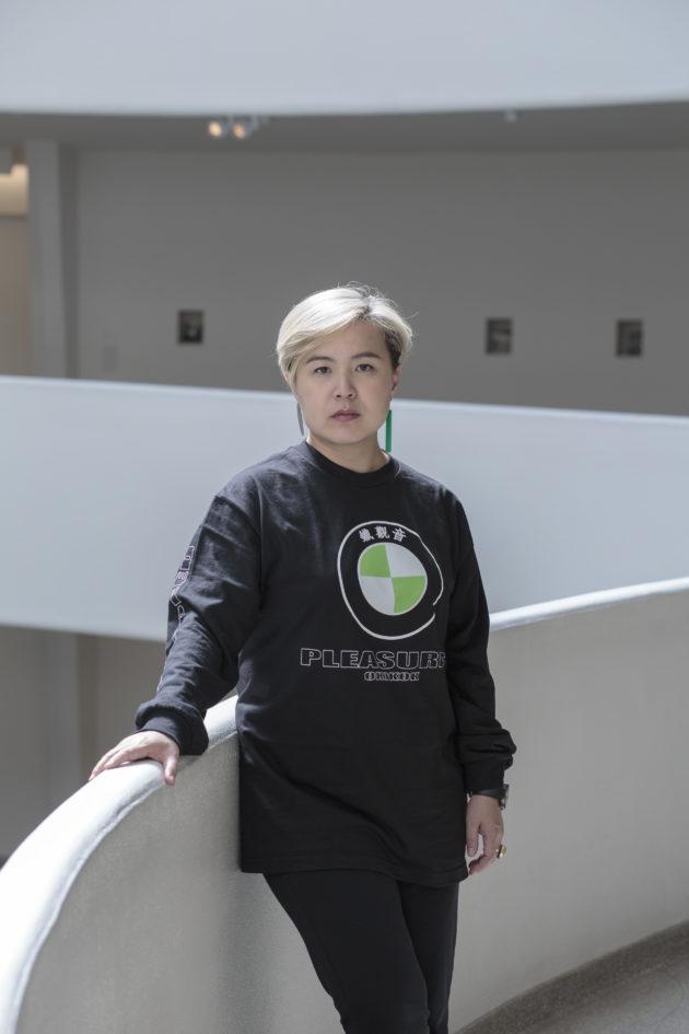曹斐,來自廣州,目前在北京生活的多媒體藝術家,作品探索虛擬與現實、烏托邦與反烏托邦及身體與技術的相互作用。